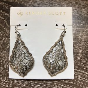 NWOT Kendra Scott Addie Drop Filigree In Silver
